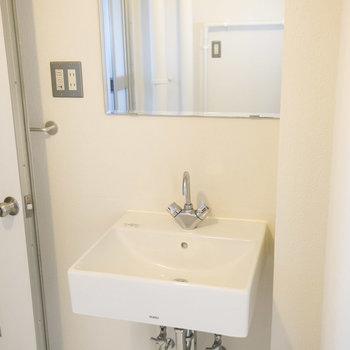 洗面台はこちらに。シンプルかっこいいです。