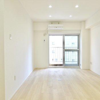 洋室は約12帖と広々。余裕のある家具配置が可能。