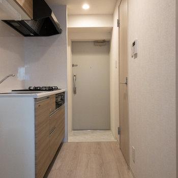 右側はトイレのドアです。
