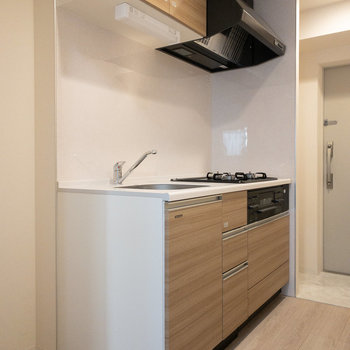 手前に冷蔵庫が置けるスペースがあります。