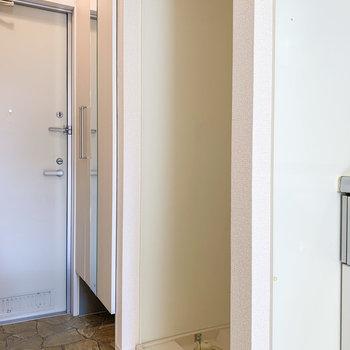 洗濯機置場はキッチン隣に。