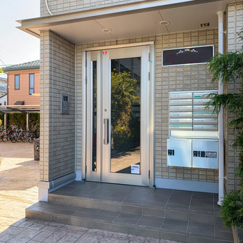 入口には安心のオートロックと宅配ボックス。