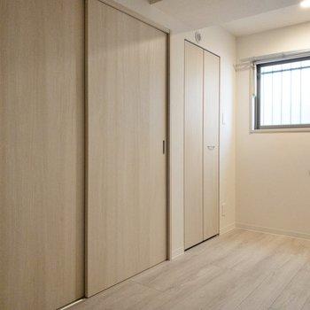 ドアは引き戸ですので、スペースは十分使えます。