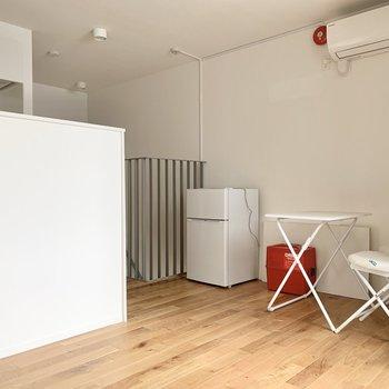【上階LDK】コンパクトな空間なので、家具はカフェテーブルくらいが良さそう。