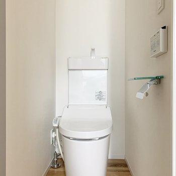 トイレも無垢床!
