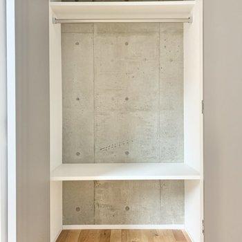 【洋室】収納は壁がコンクリートなので換気はこまめに。