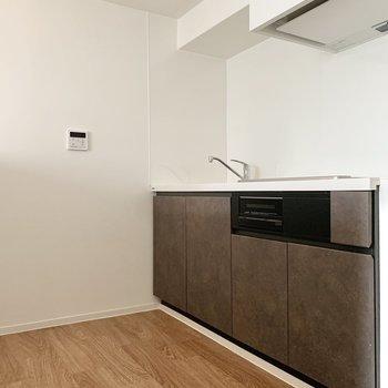 【上階LDK】スペース広めで動線も確保しやすいです。
