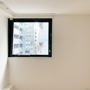 【上階LDK】キッチンから見える景色です。