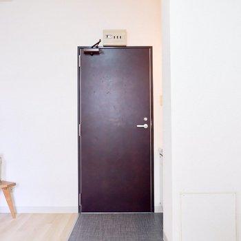 ちょこっと玄関も。※写真は1階の同間取り別部屋のものです