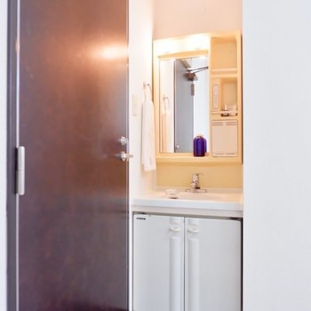 お部屋の中に洗面台があるのはうれしいですね。※写真は1階の同間取り別部屋のものです