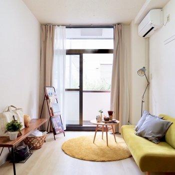 天井も高く開放的です。※写真は1階の同間取り別部屋のものです