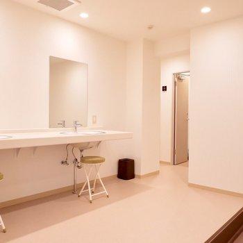 【共用部】洗面台は共用施設にもございます。