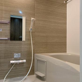 浴室乾燥暖房、追い炊き付きのお風呂。