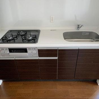 【LDK】3口ガスのキッチンです。