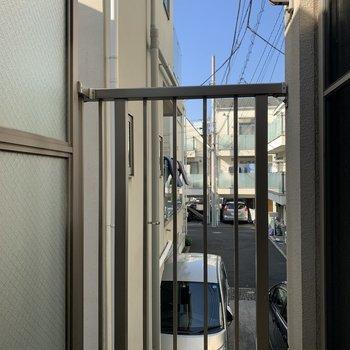 物干し竿がかけられます。※写真は2階の同間取り別部屋のものです