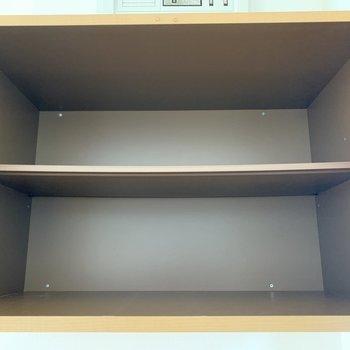 上にもちょっとした収納スペースがあります。※写真は2階の同間取り別部屋のものです