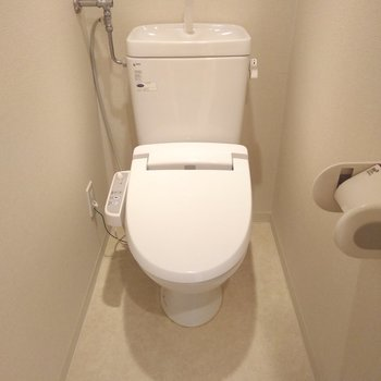 シンプルなおトイレ。うれしいウォッシュレット