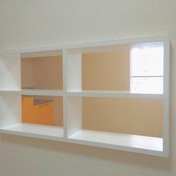 内側の小窓からの景色。キッチンやお部屋の窓が見えました〜