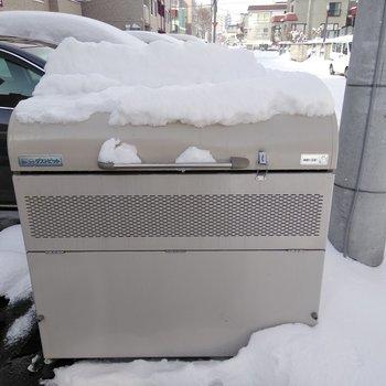 専用ゴミボックスは敷地の中にあります◎