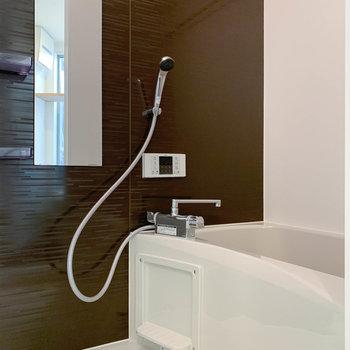 【1F】浴室乾燥や暖房、追い炊き付きのお風呂です。