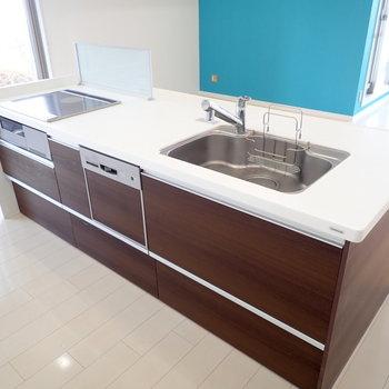 アイランドキッチン!お掃除で綺麗に保ちたいですね。