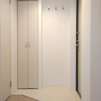 玄関は結構ゆったりとしているので、よく履く靴を何個か並べるのも大丈夫