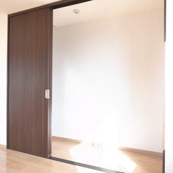 【6F/洋室8.1帖】クローゼットはかなりの大きさ!