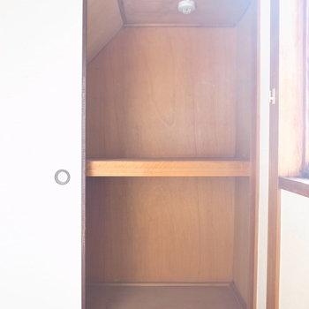 【6F/和室6帖】収納も、押入れのままです。