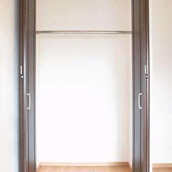 【7F/洋室5.4帖】こちらのクローゼットもお洋服が収納しやすいです。