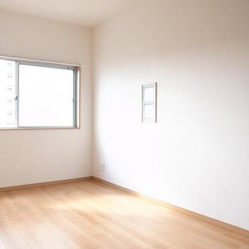 【7F/洋室5.4帖】隣室とほぼ同じ広さです!