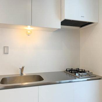 【2F】キッチンは二口ガス。っ作業スペースもしっかりとあります。