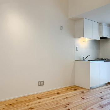【2F】トップの写真から左を向くと。キッチンの横にも広いスペースがあります。