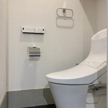 【1F】トイレは個室。独立しています。