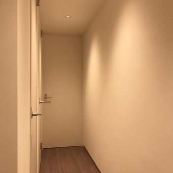 左側の奥の扉を覗いてみます