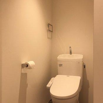 お隣には個室のトイレ