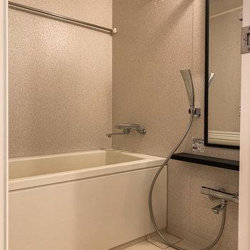 お風呂は嬉しい追い焚き機能・浴室乾燥機付き。