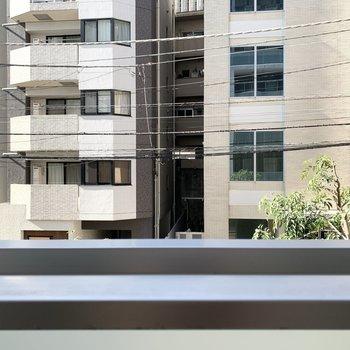 眺望は周辺のマンションです。