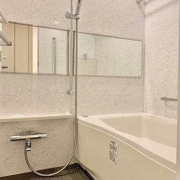 洗い場広めのバスルームです。