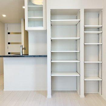 【LDK】棚は可動式なので、荷物も整理しやすいですね。