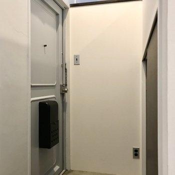 玄関もコンセントがあるので、クリスマスのときはイルミネーションをしても◯
