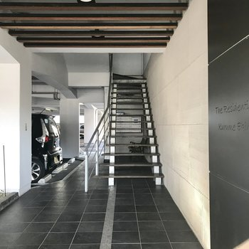 1階の階段から好みです。駐輪場ももちろんありますよ