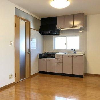 【DK】キッチンの右側に冷蔵庫を置けますね。