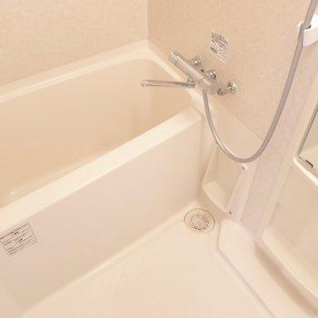 浴室は割とゆったりめ。(※写真は12階の同間取り、角部屋のものです)