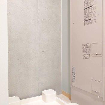 トイレのすぐ横に洗濯機置き場があります。※写真は前回募集時のものです