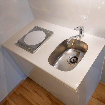 シンクや調理スペースはコンパクト。※写真は前回募集時のものです