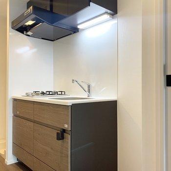 右側に冷蔵庫を置けます。コンパクトなものを用意したいですね。