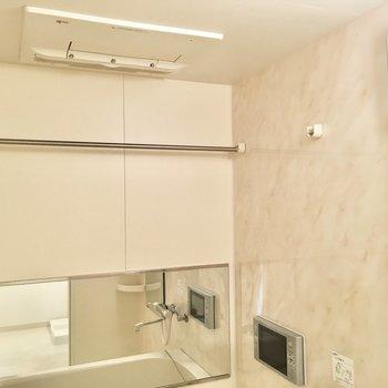 雨の日も安心して洗濯ができますよ。※写真は8階反転間取り・別部屋のものです。
