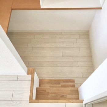 下へ降りると、、※写真は8階反転間取り・別部屋のものです。