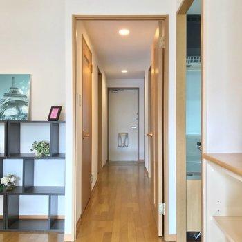 廊下にも洋室が1部屋あります。(※写真の家具・小物は見本です)