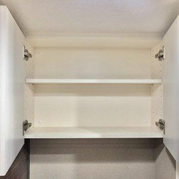 トイレ上の収納、トイレットペーパーなどはこちらに ※写真は5階の同間取り別部屋のものです